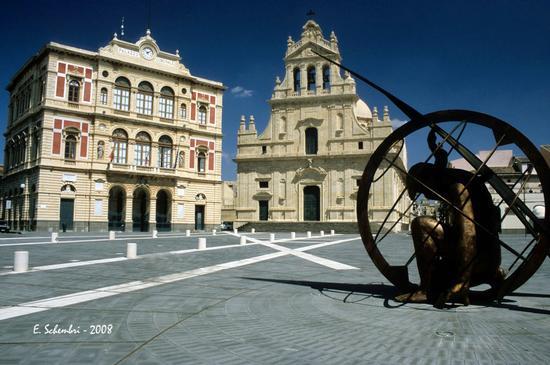 La piazza Carlo Maria Carafa - Grammichele (5024 clic)