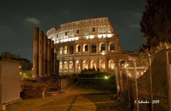 Il Colosseo in notturna. - ROMA - inserita il 06-Aug-09