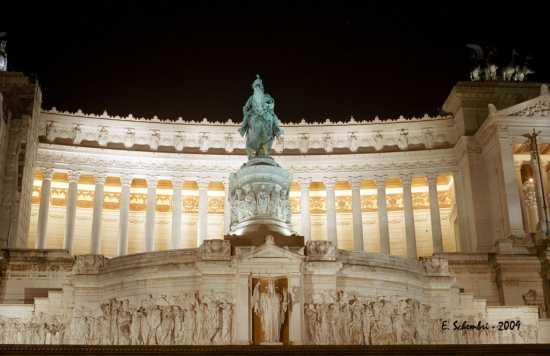 L'Altare della Patria. - ROMA - inserita il 06-Aug-09