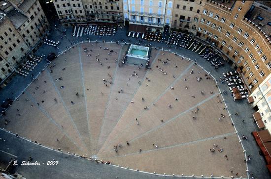 Piazza del Campo fotografata dalla Torre del Mangia - Siena (6142 clic)