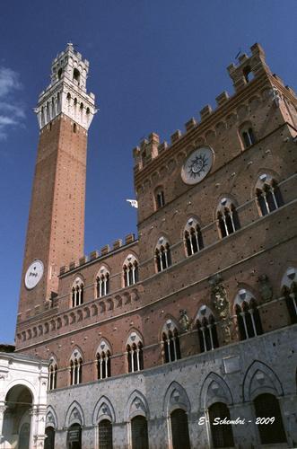 Il Palazzo del Comune - Siena (1413 clic)