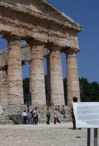 Segesta,il tempio dorico-430 a.c. (2903 clic)