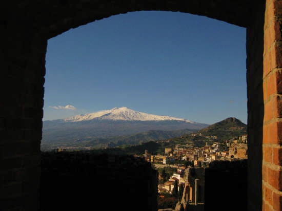 Etna dal teatro greco di Taormina (3523 clic)