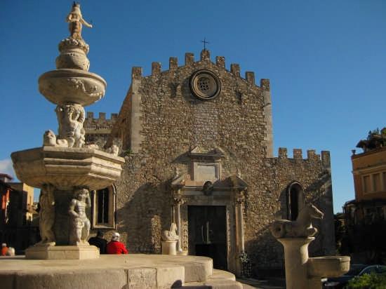 Taormina,Il Duomo di S.Nicolò(XIII sec) (5148 clic)