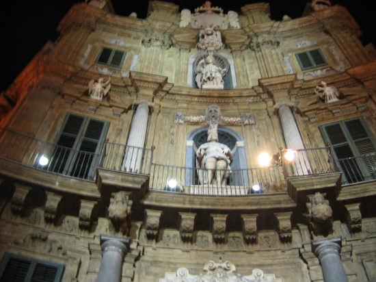 angolo di Piazza Vigliena  - Palermo (3027 clic)