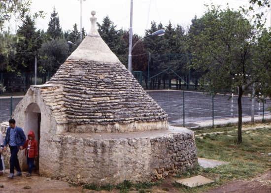 visitare i trulli - ALBEROBELLO - inserita il 03-Oct-08