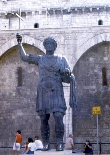 IL COLOSSO - Barletta (2161 clic)