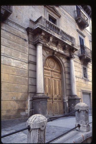 PALAZZO DI RIENZO - Scanno (1831 clic)