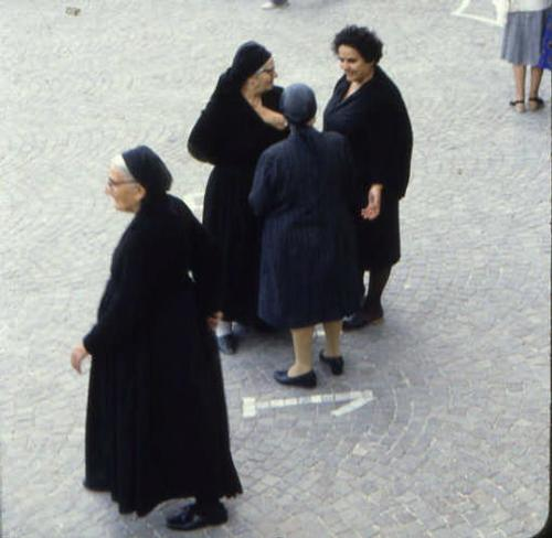 donna scannese - Scanno (2158 clic)