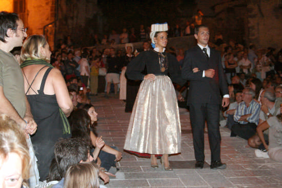 vestito festivo - Scanno (1375 clic)
