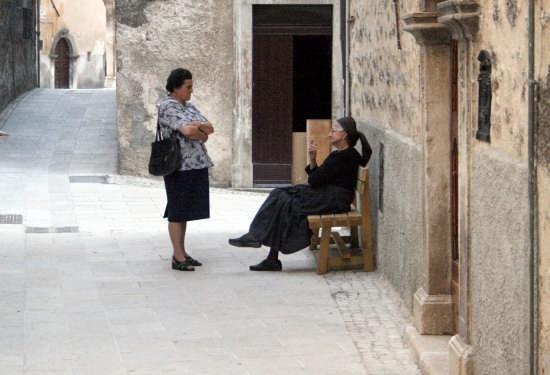 ascoltare i consigli dei vecchi - Scanno (2113 clic)