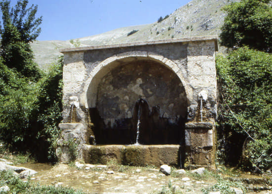 fontana in montagna - Scanno (1847 clic)