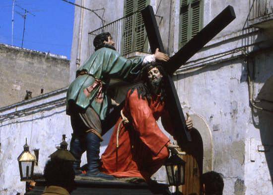 -IL CIRENEO-processione dei misteri - Trinitapoli (2383 clic)