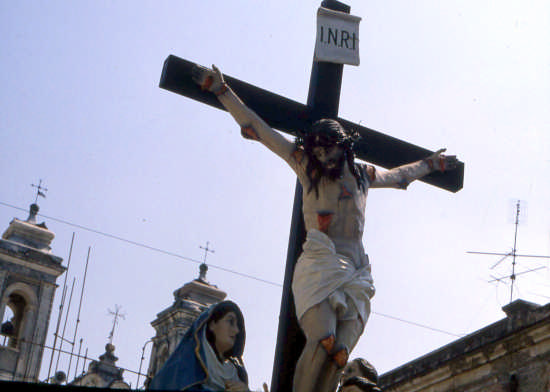 IL CALVARIO-PROCESSIONE DEI MISTERI - Trinitapoli (1366 clic)