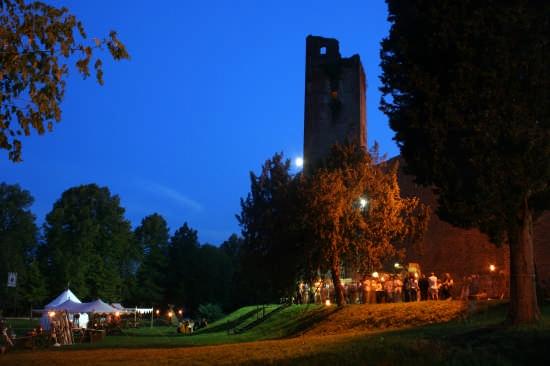 La Rocca di Noale, alla sera,  durante il Palio (4442 clic)