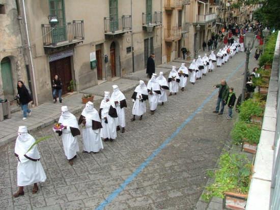 Venerdì Santo a COLLESANO (PA) :  La Cerca , sin dal 1667. (5402 clic)