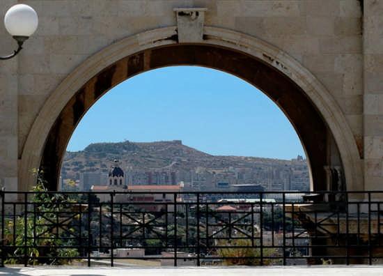 Basilica di Bonaria dal Bastione - Cagliari (2380 clic)