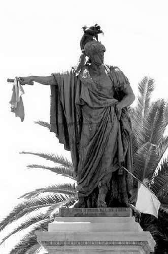 Piazza Yenne - Cagliari (2356 clic)