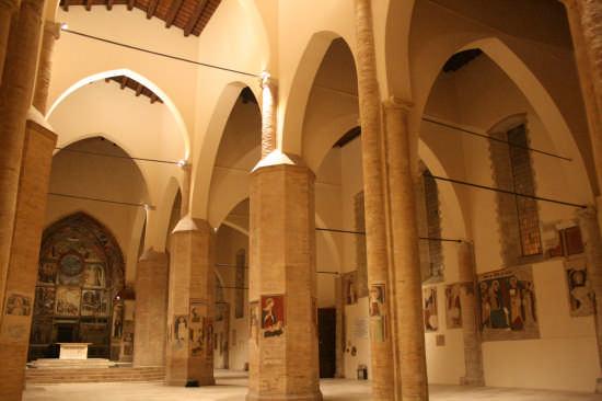 Cattedrale di Atri (1564 clic)