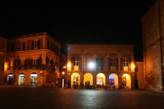 Piazza del Duomo - Atri (1484 clic)