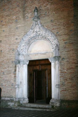 Atri Porta S. Agostino (1976 clic)