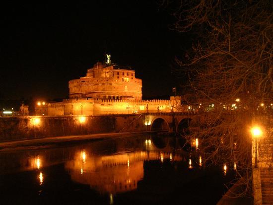 Castel Sant'Angelo ..... e riflessi sul Tevere... - Roma (3017 clic)