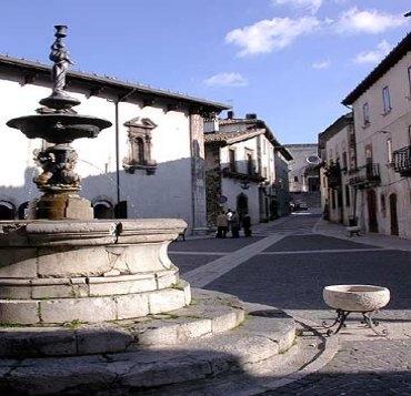 Piazza Municipio - PESCOCOSTANZO - inserita il 16-Jun-07