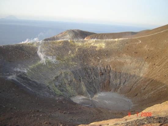 Cratere  - VULCANO - inserita il 19-Sep-08