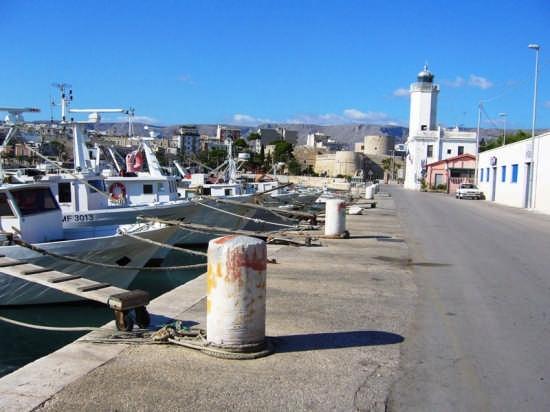 Il faro sul porto - Manfredonia (3679 clic)
