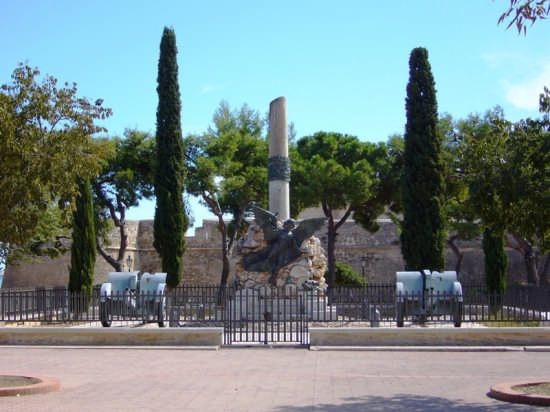 Monumento ai caduti di guerra - Manfredonia (4722 clic)