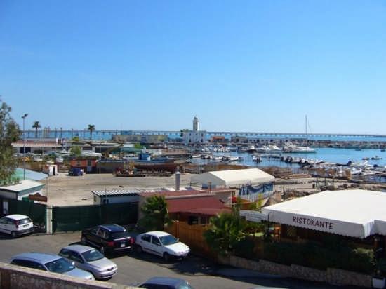Panoramica dalla piazzetta del mercato - Manfredonia (2722 clic)