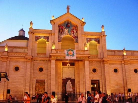 Cattedrale durante la festa patronale - Manfredonia (3752 clic)