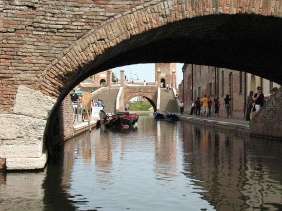 Comacchio e i suoi ponti e canali (3857 clic)