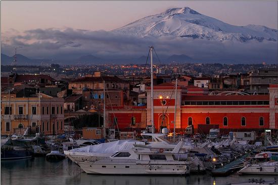 Etna vista dal porto di Catania |  | Fotografia di Francesco Raciti