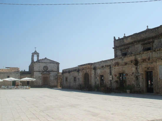 La piazza di Marzamemi (5381 clic)