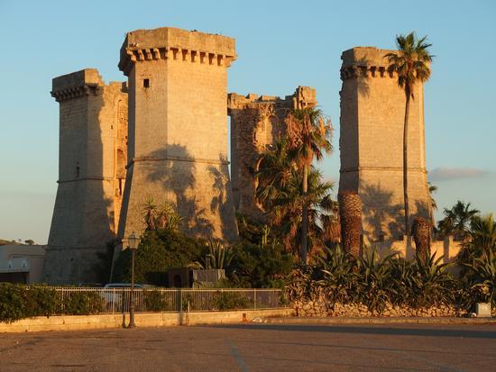Le 4 colonne al tramonto - Santa maria al bagno (904 clic)