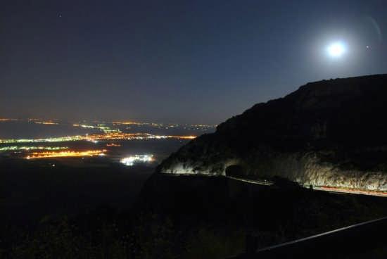 Manfredonia di Notte vista dall'Alto (5117 clic)