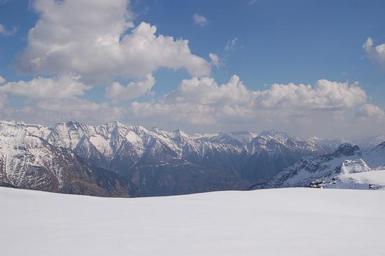 SOSPESO NEL BIANCO - Alpe devero (1574 clic)