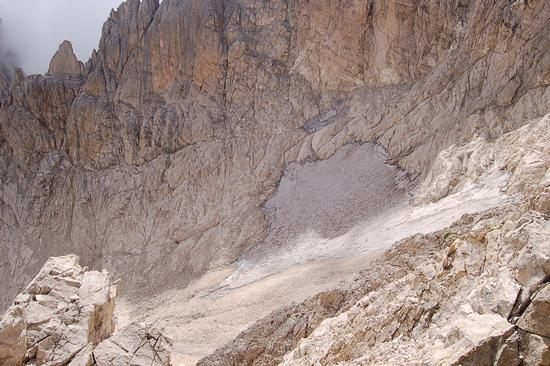 MORENA DEL GHIACCIAIO DEL CALDERONE - CAMPO IMPERATORE - inserita il 04-Sep-12