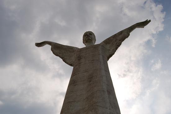 STATUA DEL CRISTO REDENTORE - Maratea (2692 clic)