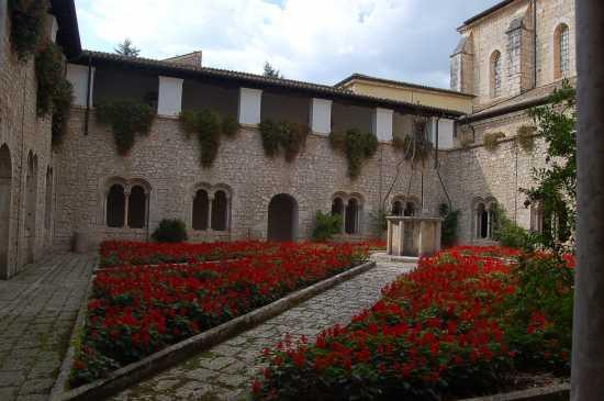 CHIOSTRO   DELL'ABBAZIA - Casamari (2344 clic)