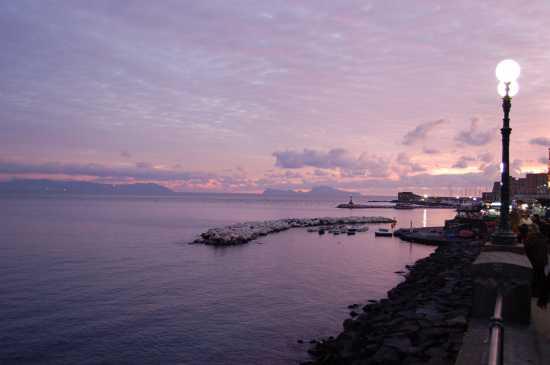 VIA PARTENOPE - Napoli (3918 clic)