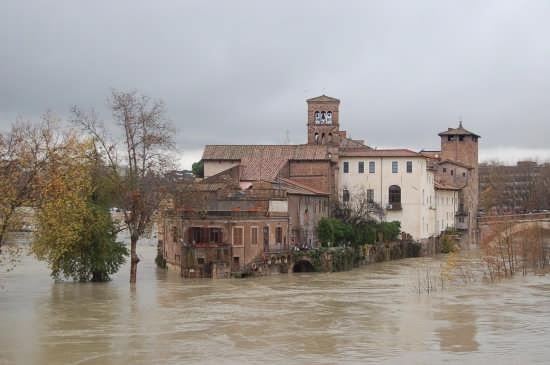 Piena del tevere all'isola Tiberina 12.12.2008 - Roma (2652 clic)