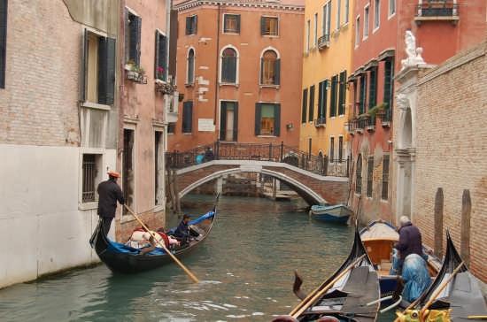 Gondolando - Venezia (2409 clic)