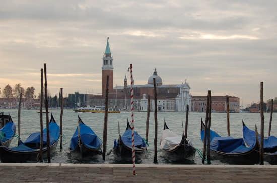 Gondole al molo - Venezia (3955 clic)