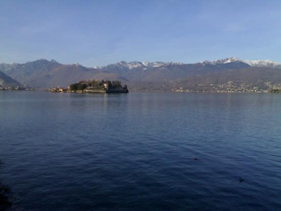 Isola Bella Vista in Lontananza dal lungo lago foto di Dario Paulon - Stresa (3124 clic)