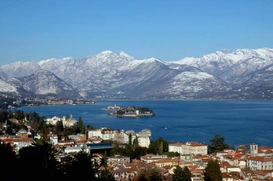 Isola Bella e Isola Pescatori in Inverno con le montagne innevate foto di Dario Paulon - Stresa (6719 clic)