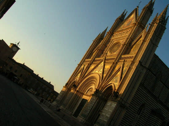 il duomo al tramonto - ORVIETO - inserita il 23-Jun-09