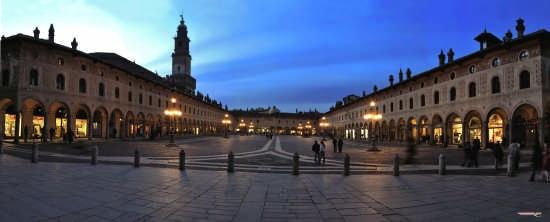 Piazza Ducale verso sera - Vigevano (5052 clic)