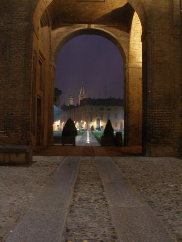 Attraversando la Pilotta... - Parma (2482 clic)
